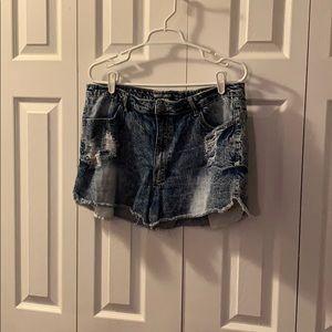 Cute plus sized high waisted jean shorts